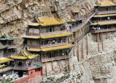 १५ सय वर्षदेखि भिरमा झुण्डिएर रहेको एक बौद्ध मन्दिर